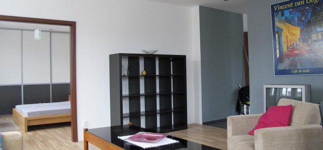 Ponúkame na prenájom 2 izbový byt na Brestovej ulici.